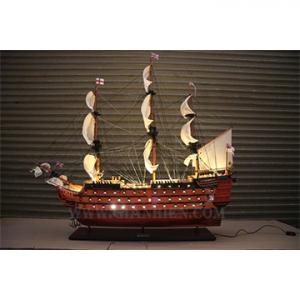 Thuyền Cổ gắn đèn (Tall Ships with lights)